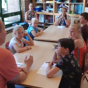 Kinderen Pax Christi Overdinkel praten mee over armoede