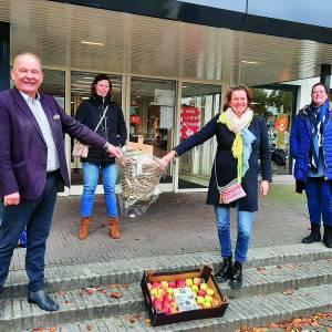 Lekker en gezond eten voor ons allemaal!<br />Appels van LTO Noord-Oost Twente voor wethouder Nijhuis