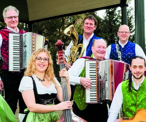 Grenslandkapel Overdinkel start theatertoer in  Muziekcentrum Enschede tijdens 'Die Tolle Woche'