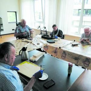 Inwoners Oldenhove creatief met hout