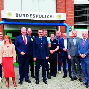 Commissaris van de Koning bezoekt grensgemeente Losser en Grensoverschrijdend Politieteam