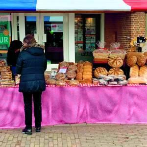 Start gezellige Losserse Boerenmarkt in het teken van Pasen