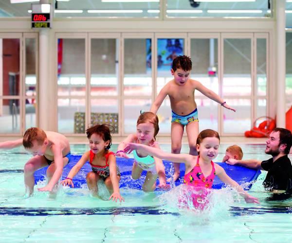 Zwembad Brilmansdennen helpt Duitse collega's