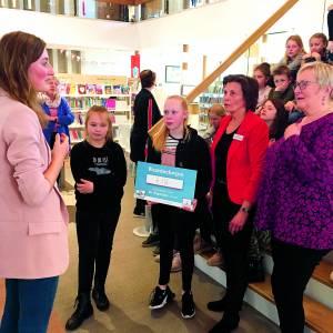 VoorleesExpress ontvangt 718 euro van leerling KBS de Wegwijzer