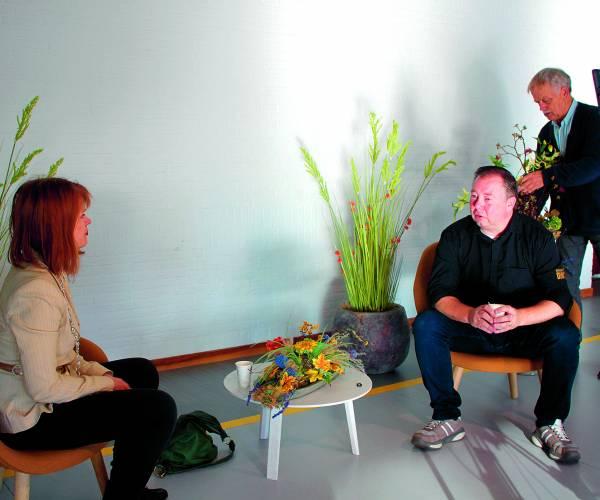 Burgemeester in gesprek met Lucien Game